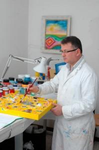 artista a lavoro